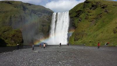 Iceland: Tourism boom leads to flourishing black market