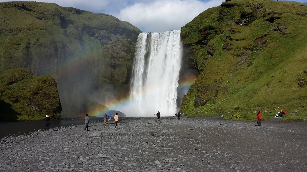 Iceland: Tourism boom leads to flourishing black market