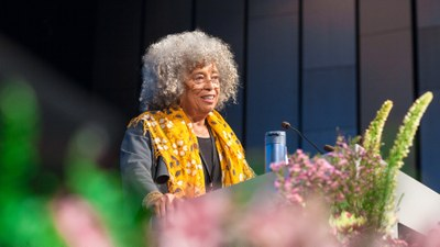 Angela Davis in Reykjavik: We must see the structural powers that support the violence
